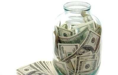 Если говорить о хранении денег в банке, то тут есть свои положительные и отрицательные стороны