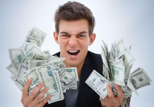 Преимущество займа на 8000 гривен в том, что деньги без задержек поступают на карту клиента