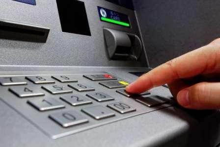 Прошли такие слухи, мол, в понедельник в главном банке страны будет работать временная администрация.