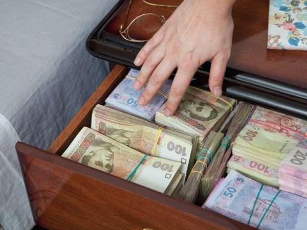 Преимущества получения займа на 10000 гривен